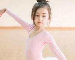 小女孩跳舞发型扎法 甜美活泼打造小公主范