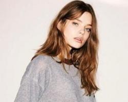 法式自然卷发发型 慵懒中彰显女人韵味