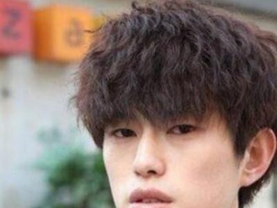 适合男生的烫发发型 小卷烫发灵动减龄显脸小