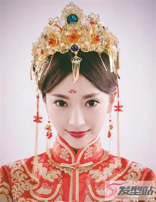 最近很火的秀禾新娘造型 中国风新娘发型惊艳全场图片