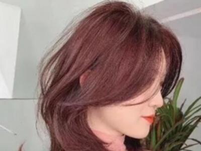 女生流行显白发色推荐 粉棕色染发让你肤白貌美