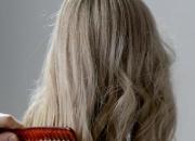 敏感头皮洗发水要慎选!教你用一把梳子检测头皮是否健康,别跟80%人犯一样的错