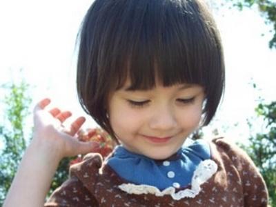 适合小学生的短发 干净漂亮的小女孩发型