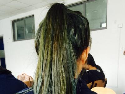 2018最新流行染发颜色 闷青色亚麻色染发晕染发型