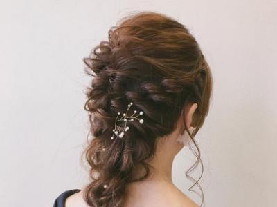 当伴娘最美发型 今年最新婚礼伴娘妆发