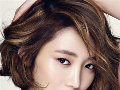 圆脸时髦短发发型 显瘦大脸短发
