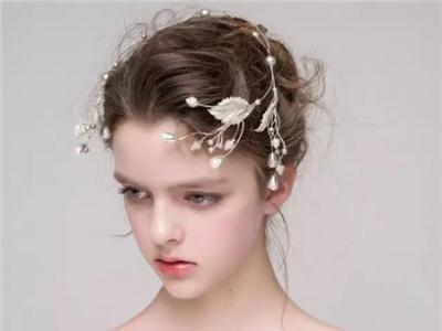 美丽新娘头饰 新娘盘发发型设计