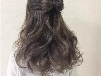 气质女生扎发 最佳约会发型