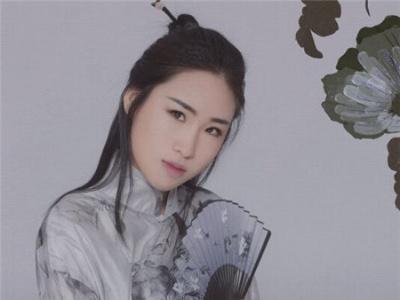穿旗袍搭配什么发型好看 旗袍适合的发型大全