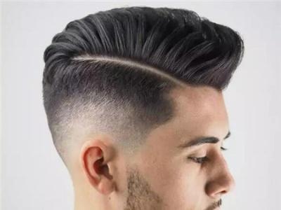 男生背头莫西干发型 两边铲一道杠发型男