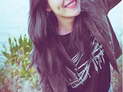 空气中长卷发型 刘雯演绎最美表姐
