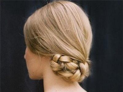 适合中年女士的盘发 妈妈款气质减龄发型