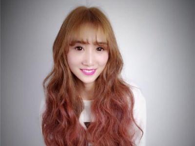 波纹卷发型图中长发 长发女生的迷人标配