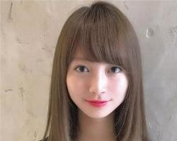 日常好看又显瘦的发型 甜美中长直发梨花卷是首先