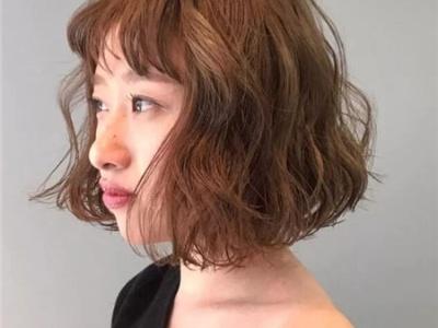 女生短发纹理烫发型 线条感轻盈才是重点