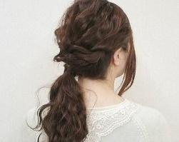 懒人扎出简单漂亮头发 简单到闭眼都能完成的超实用低马尾扎发