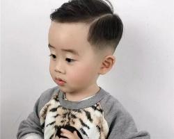 小男孩lehu66乐虎国际短发铲两边 侧削雕刻打造新潮帅气感