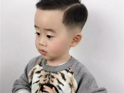 小男孩发型短发铲两边 侧削雕刻打造新潮帅气感