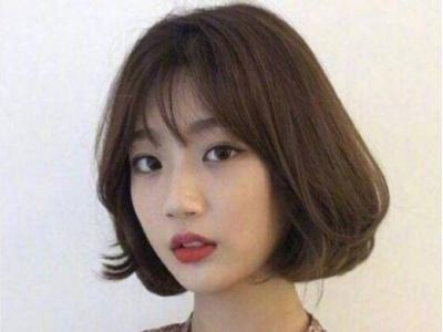 圆脸扁脸适合什么发型 大偏分+挂耳短发让你脸型超完美