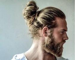 长发男生丸子头最简单扎法 扎丸子头的男人更帅