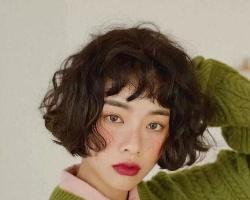 女生复古短卷发发型 可爱甜美又减龄发型超吸睛