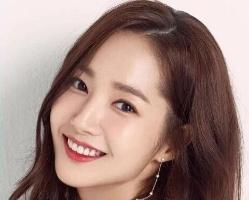 发型师公开韩星长发范本 超显小脸的女神长发发型