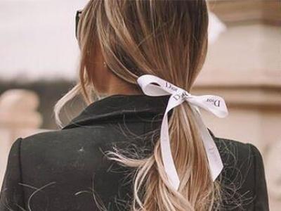 化妆品、手袋包装丝带不要丢 5款丝带发型绑出优雅法式低马尾