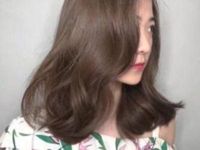 巨白发色安利亚麻灰棕发色 女生染了都变美显气质又时尚