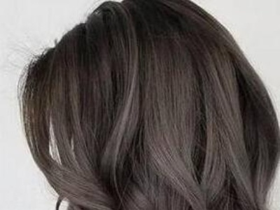 女生灰色系染发颜色推荐 亚麻灰低调显白打造高级感