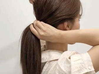 怎么扎马尾好看又简单又蓬松 发型师手把手教学绑韩式蓬松马尾教程