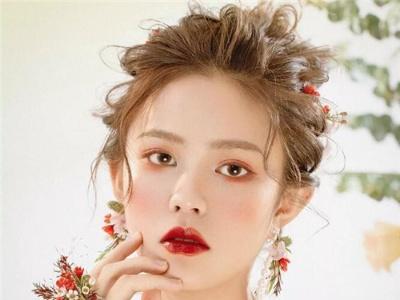 森系鲜花新娘发型 春季新娘发型流行款