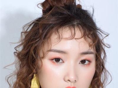 最新流行的新娘发型 羊毛卷发型成主流