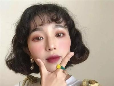 韩式减龄短卷发 摇身一变气质女神