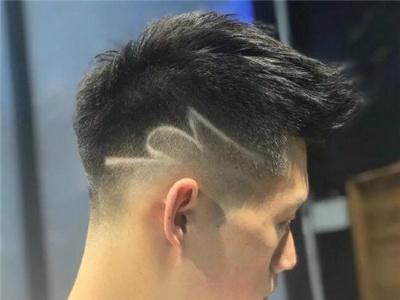 铲青流行发型男生 不同脸型适合的铲青发型盘点