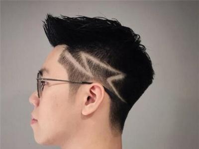 两边短中间长男生发型 剪了这款想不帅都难