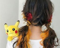 日系女生约会发型 花朵编发亮眼时尚