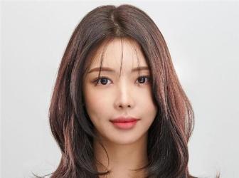 韩式职场女生发型 棕色染发轻熟自信