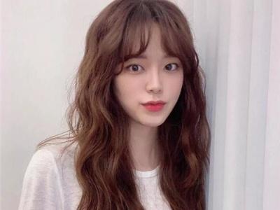 最新流行的韩式发型 时尚韩式中长卷发