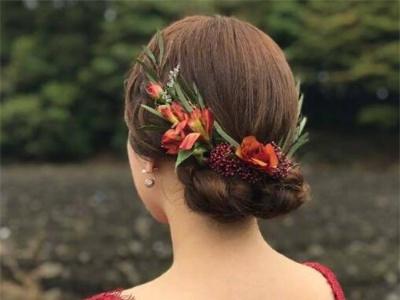 鲜花新娘盘发图片 森林系系新娘发型