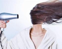5种伤害发质行为你中了吗 吹风机正确使用方法示范