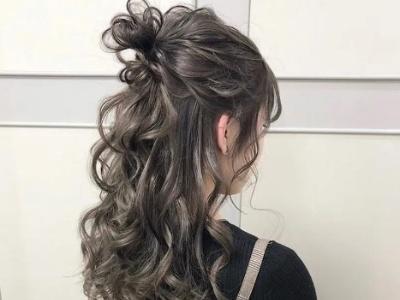 烫卷发怎么扎头发 头发半扎造型更撩人
