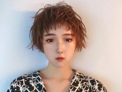 2020狗啃刘海短发 女生刘海这么剪最时髦最个性