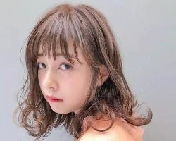 空气感慵懒微卷发 发量少女生必备烫发发型