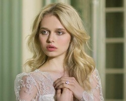 婚纱发型搭配指南 穿白色婚纱的新娘又仙又美