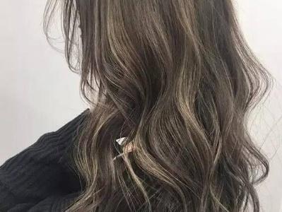长发怎么烫显头发多 慵懒烫发量变多时尚感爆棚