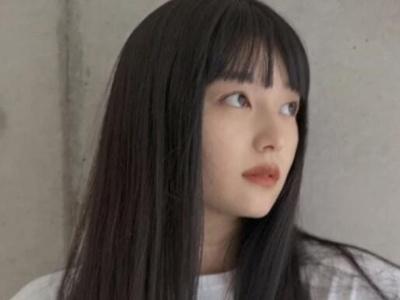 零层次直发发型 《莫测高深一女生》低层次黑发刘海发