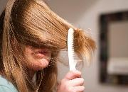 烫染后头发干枯毛躁怎么护理 掌握这几个护发关键小技巧烫染后仍维持好发质