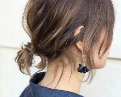 头发短适合扎什么发型 时尚简约低马尾扎发教程