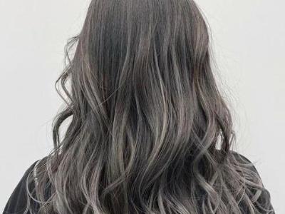 日系慵懒烫发LOOK 长发女生首选发型推荐